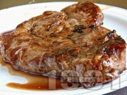 Крехки сочни и вкусни свински вратни пържоли с бира, кафе и сметана на тиган - снимка на рецептата